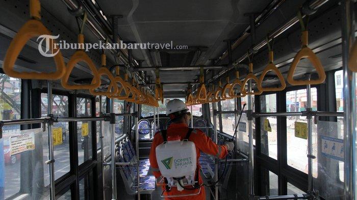 FOTO : Dompet Dhuafa Riau Melakukan Penyemprotan Disinfektan di Dalam Bus TMP - dompet-dhuafa-disinfektan1.jpg