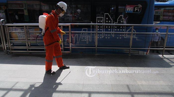 FOTO : Dompet Dhuafa Riau Melakukan Penyemprotan Disinfektan di Dalam Bus TMP - dompet-dhuafa-disinfektan2.jpg