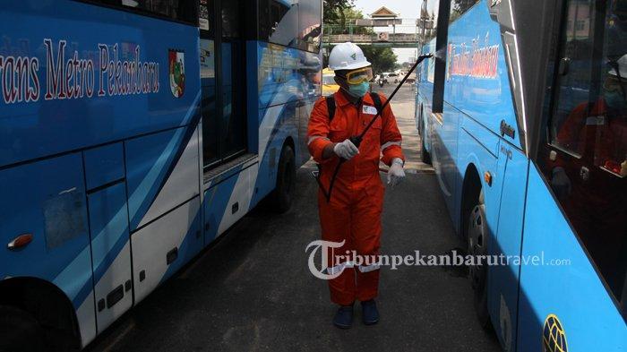 FOTO : Dompet Dhuafa Riau Melakukan Penyemprotan Disinfektan di Dalam Bus TMP - dompet-dhuafa-disinfektan3.jpg