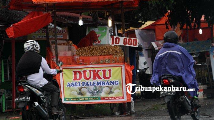 Musim Buah Duku di Pekanbaru, Pedagang ini Berikan Tips Memilih Duku yang Baik