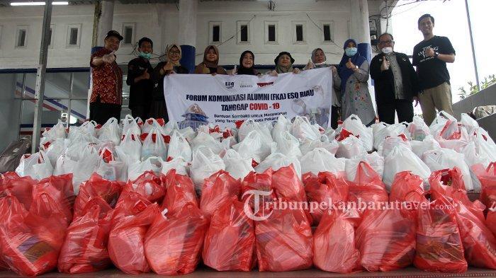 Tanggap Covid-19, FKA ESQ 165 Riau Bagikan 105 Paket Bahan Pokok di Sejumlah Titik di Pekanbaru
