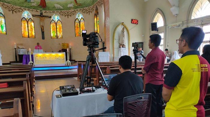 Cegah Penyebaran Covid-19, Gereja Santa Maria Pekanbaru Gelar Misa Secara Live Streaming