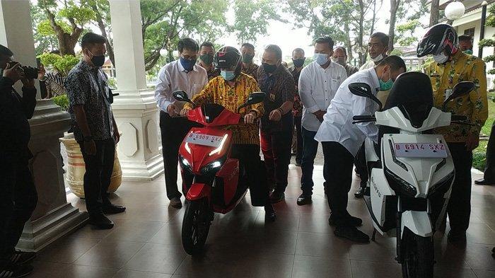 Motor Listrik Gesits Buatan Wika Industri Manufaktur Diluncurkan di Riau, Langsung Dijajal Gubri