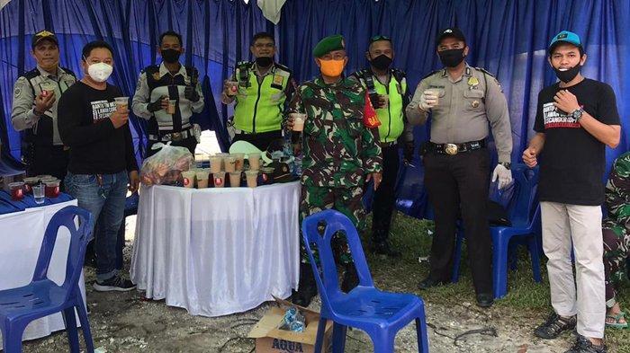 Hoax Coffee and Friends Bawakan Takjil Untuk Petugas di Perbatasan Pekanbaru dan Tim Medis