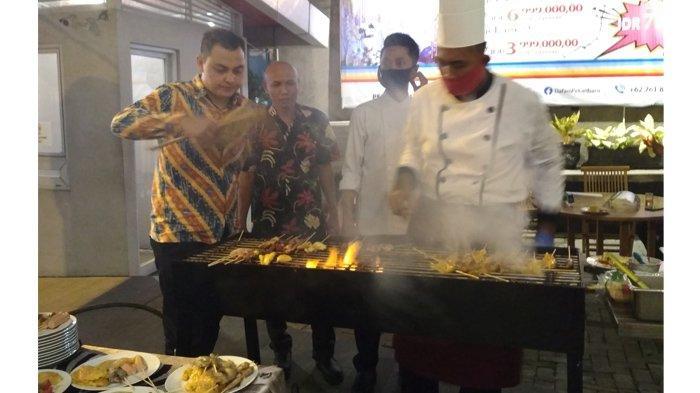 Konsumen Bisa Saksikan Chef Lakukan Atraksi Saat Barbeque-an di Hotel Dafam Pekanbaru