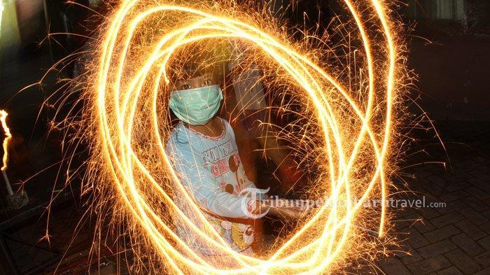 FOTO : Lebaran di Masa Pandemi Covid-19, Shalat Id di Rumah Hingga Silaturahmi Secara Virtual - idul-fitri-1441-h2.jpg