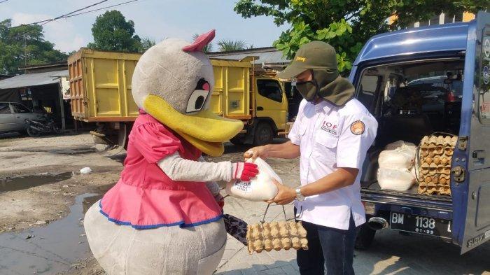 IOF Pengda Riau Salurkan Paket Sembako Untuk Masyarakat Terdampak Covid-19 di Pekanbaru