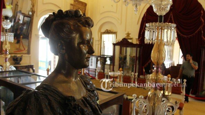 Berbagai peninggalan sejarah dapat ditemui di Istana Siak