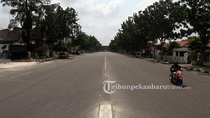 FOTO : Jalanan di Kota Pekanbaru Sepi Akibat Penerapan Social Distancing - jalan-gajah-mada-sepi-akibat-virus-corona1.jpg