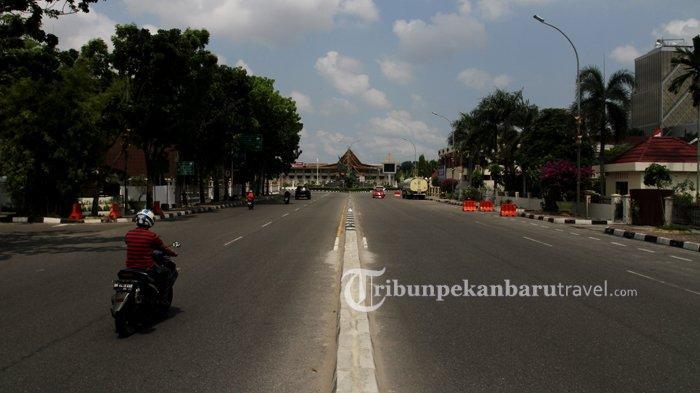 FOTO : Jalanan di Kota Pekanbaru Sepi Akibat Penerapan Social Distancing - jalan-gajah-mada-sepi-akibat-virus-corona2.jpg
