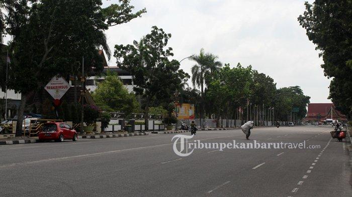 FOTO : Jalanan di Kota Pekanbaru Sepi Akibat Penerapan Social Distancing - jalan-gajah-mada-sepi-akibat-virus-corona3.jpg