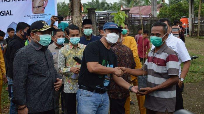 Berikan Bibit Pohon, BBKSDA Riau Dukung Pemkab Kampar, Jaga Kesehatan dengan Lingkungan yang Hijau