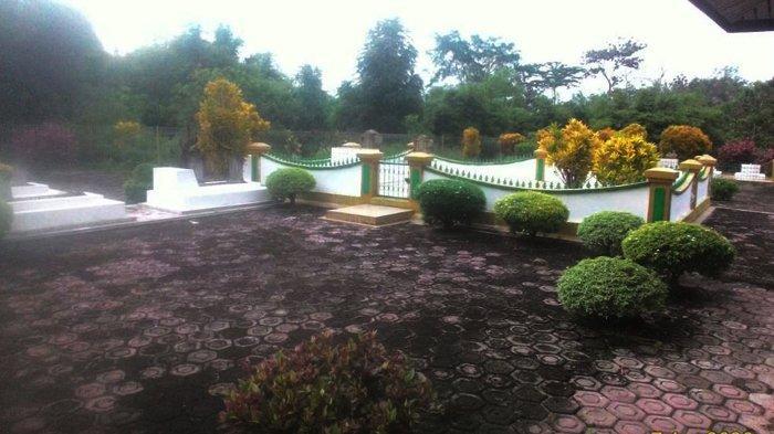 Kerja Ikhlas Penjaga Pemakaman Raja Indragiri Desa Kota Lama