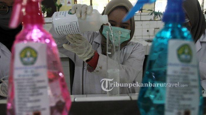 Produksi Hand Sanitizer, Relawan Covid-19 Univ Riau Aktifkan Enam Lab di Kampus