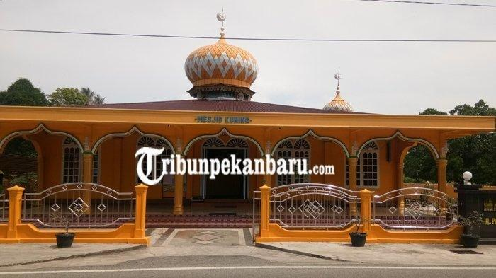 Cerita Masjid Kuning Bengkalis Berusia 203 Tahun, Dibangun Oleh Panglima yang Mengalahkan Perompak