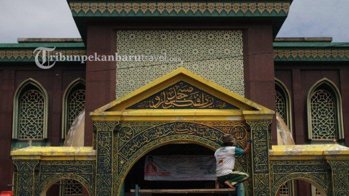 FOTO : Mengecat Gerbang Masjid Raya Pekanbaru yang Bersejarah - masjid-raya-di-senapelan-pekanbaru3.jpg