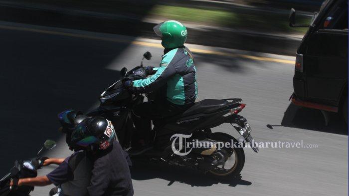 FOTO : Ojek Online Diperkirakan Akan Terkena Dampak PSBB di Pekanbaru - ojek-online1.jpg