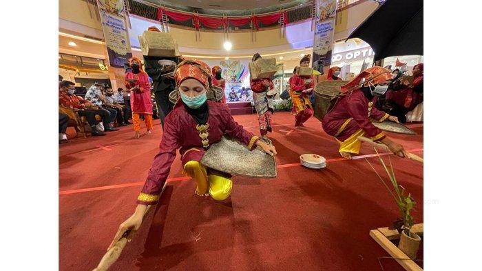 Tari Losung, Tarian Penyambut Pesta Panen Padi Raya Khas Melayu Kampar Bikin Pengunjung Mal Terpana