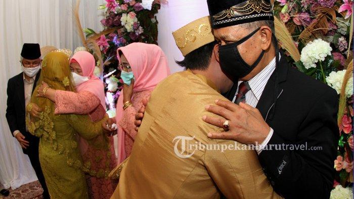 FOTO : Pernikahan Pasangan Pengantin di Tengah Pandemi Covid-19 di Pekanbaru - pernikahan-saat-pandemi-covid3.jpg