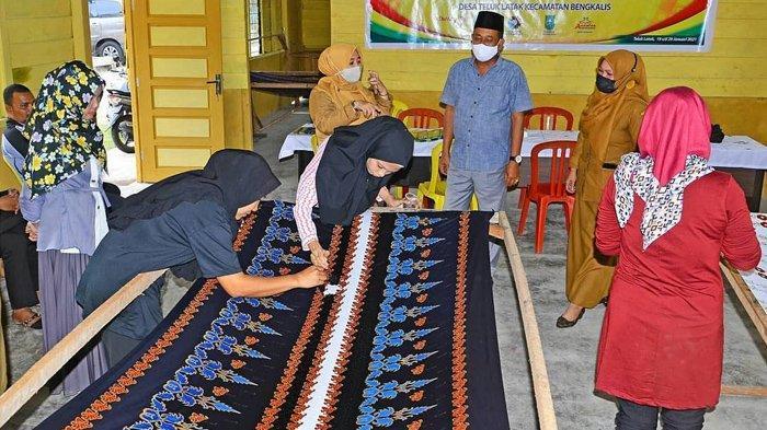 Terkenal dengan Kain Tenun Lejo, Kini Warga Desa Teluk Latak Bengkalis Kembangkan Batik Tenun