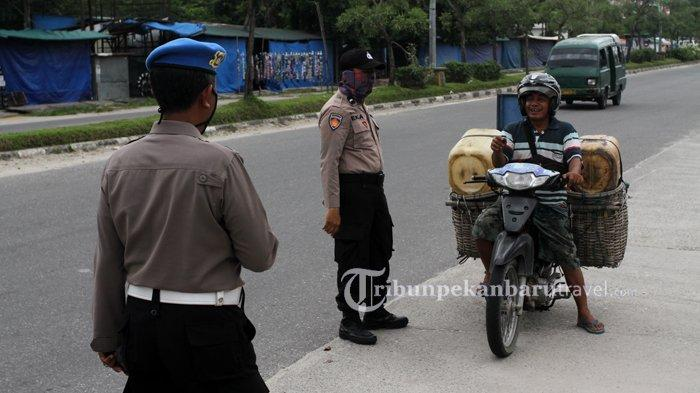FOTO : Pemeriksaan Kendaraan di Pekanbaru, Pengendara Wajib Pakai Masker - razia-masker2.jpg