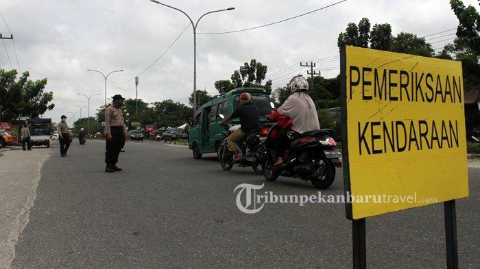 FOTO : Pemeriksaan Kendaraan di Pekanbaru, Pengendara Wajib Pakai Masker - razia-masker3.jpg