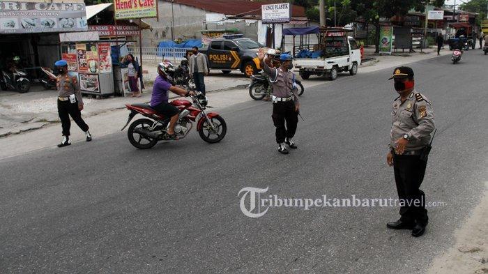 FOTO : Pemeriksaan Kendaraan di Pekanbaru, Pengendara Wajib Pakai Masker - razia-masker4.jpg