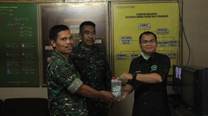 Tim Dosen dan Mahasiswa Unilak Produksi Hand Sanitizer, Dibagikan Kepada TNI, Polri dan Masyarakat