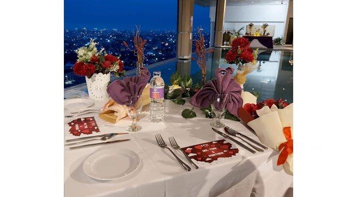 Lewati Momen Spesial Bersama Pasangan dengan Paket Dinner Romantis di Lantai 15 Fox Hotel Pekanbaru