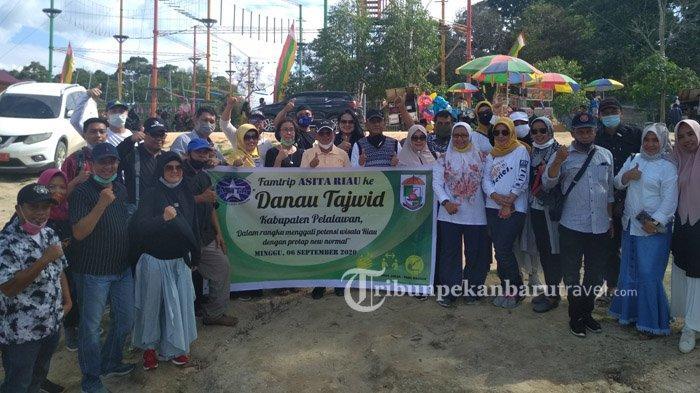 Rombongan Asita Riau mengunjungi Danau Tajwid belum lama ini.