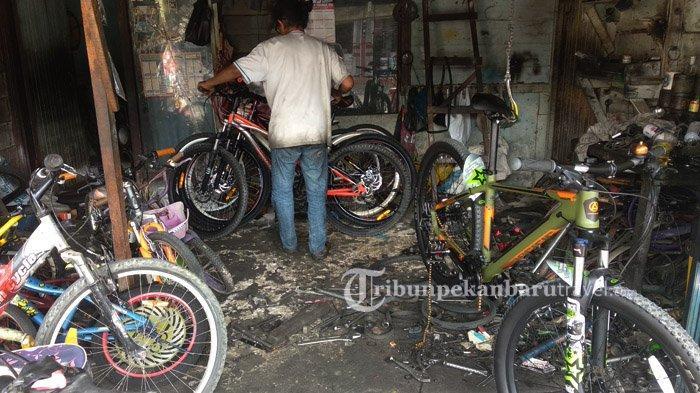 FOTO : Jasa Servis Sepeda Kebanjiran Order di Pekanbaru - sejumlah-sepeda-menumpuk-di-sebuah-bengkel-sepeda-jalan-sekolah1.jpg