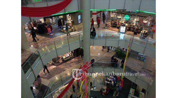 FOTO : Masih Dalam Suasana Imlek di Pekanbaru, Warga Mulai Ramai Mengunjungi Mal - sejumlah-warga-mengunjungi-mal-ciputra-seraya-pekanbaru3.jpg