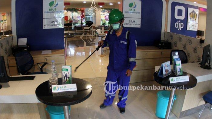 Antisipasi Penyebaran Virus Corona, Dinas Kesehatan Pekanbaru Semprotkan Disinfektan di MPP