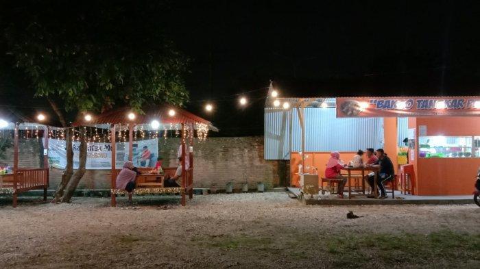 Suasana Bakso Tangkar Pekanbaru saat malam