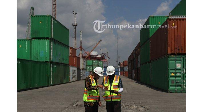 Suasana Terminal Peti Kemas Perawang milik Pelindo 1 Cabang Pekanbaru , Jumat (7/8/2020).