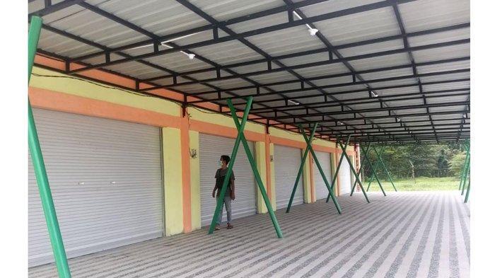 Bangunan gedung plaza pusat jajanan dan kuliner yang berada di Taman Bukit Gelanggang jalan Jendral Sudirman telah rampung kerjakan.