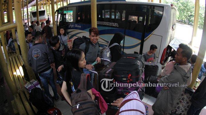 Walau Sudah Ada Larangan Mudik, Sejumlah Bus AKDP di Kota Pekanbaru Masih Ada yang Berangkat