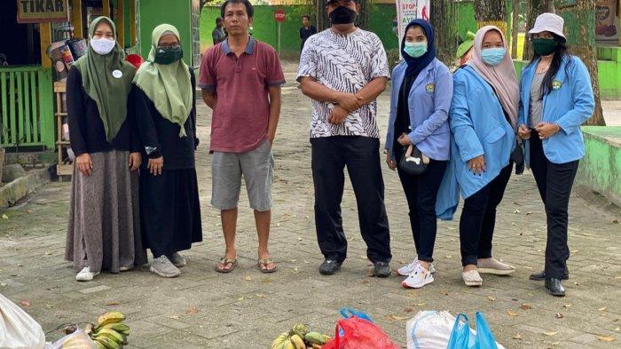 Tim KKN Relawan Covid Unri bersama Relawan Muda Riau Salurkan Bantuan Untuk Satwa di Kasang Kulim