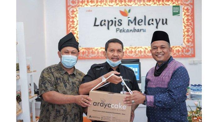 Toko kue Araya Cake membuka cabangnya di Bilangan Jalan Kaharudin Nasution, tepatnya di persimpangan Bandara Sultan Syarif Kasim II Pekanbaru