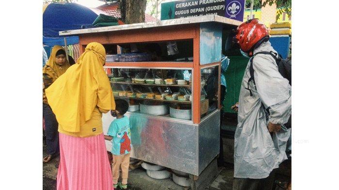 Wadai amparan tatak di gerai papadaan milik Teguh di Jalan M Boya Tembilahan, Kabupaten Indragiri Hilir