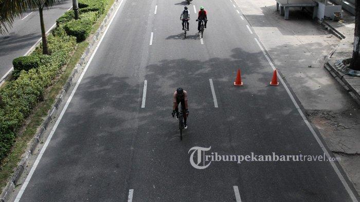 FOTO : Tren Bersepeda di Tengah Pandemi Covid-19 - warga-bersepeda-melewati-jalan-sudirman-pekanbaru-minggu-5720201.jpg