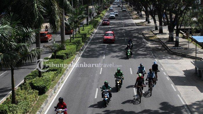 FOTO : Tren Bersepeda di Tengah Pandemi Covid-19 - warga-bersepeda-melewati-jalan-sudirman-pekanbaru-minggu-5720202.jpg