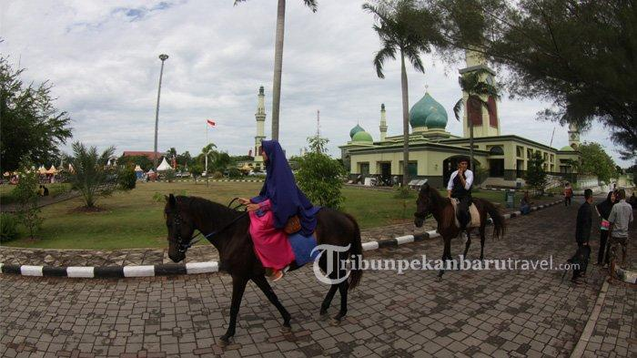 Wisata berkuda juga ada di Masjid Agung An Nur saat Bulan Ramadan beberapa waktu lalu