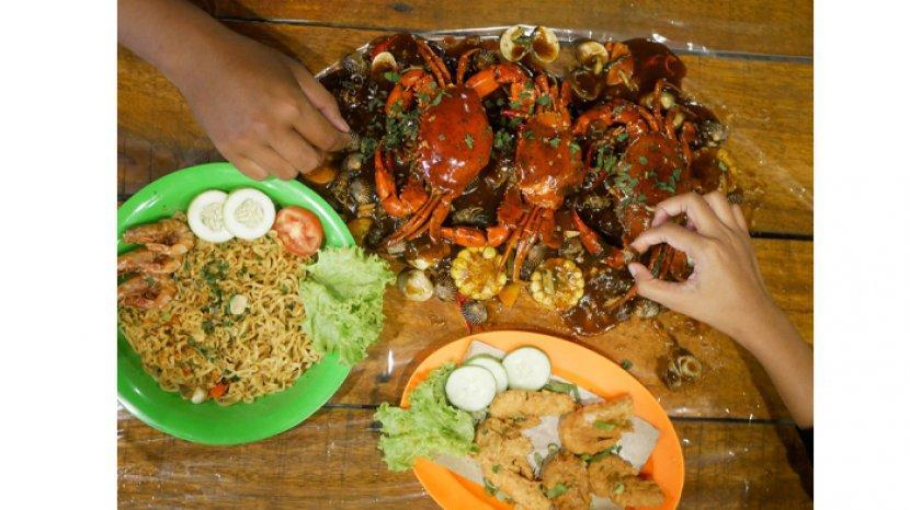 aneka-kuliner-di-teras-pakcoy-jalan-sisingamangaraja-pekanbaru.jpg