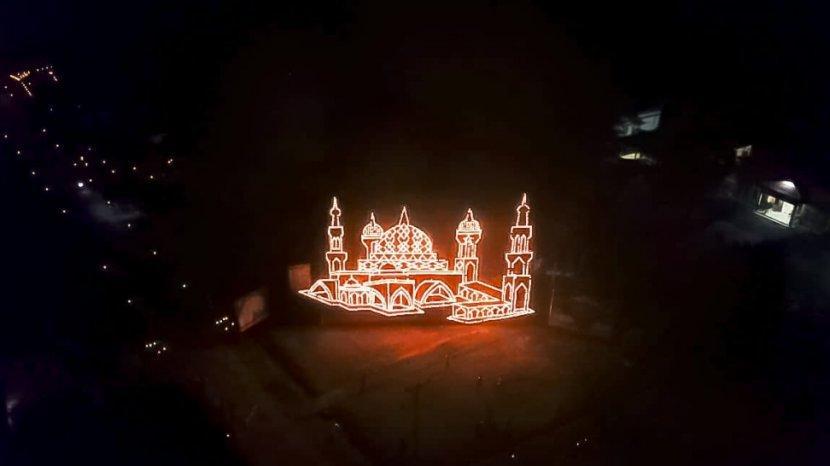 menara-lampu-colok-pada-festival-lampu-colok-di-desa-simpang-ayam-bengkalis1.jpg
