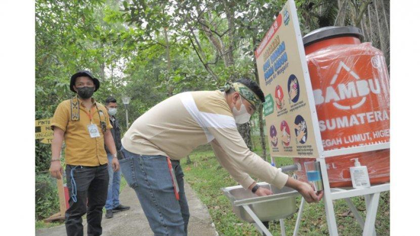 wastafel-portable-saat-meninjau-salah-satu-destinasi-wisata-di-kota-pekanbaru.jpg