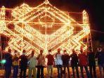 lampu-colok-masyarakat-pemuda-babussalam-yang-berdiri-di-lapangan-jalan-kahlifa-umar.jpg