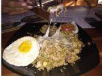 nasi-goreng-dengan-topping-mozzarella-di-otw-street-food-pekanbaru.jpg