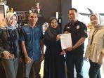 owner-region-coffee-and-gelato-foto-bersama-dengan-tim-tribun-pekanbaru.jpg