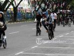 sejumlah-pesepeda-sedang-melewati-jalan-sudirman.jpg